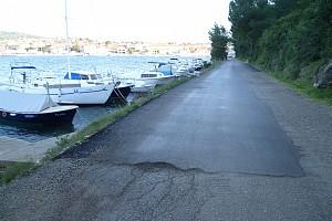 Obnovljena cesta na obali Pupanj [...]